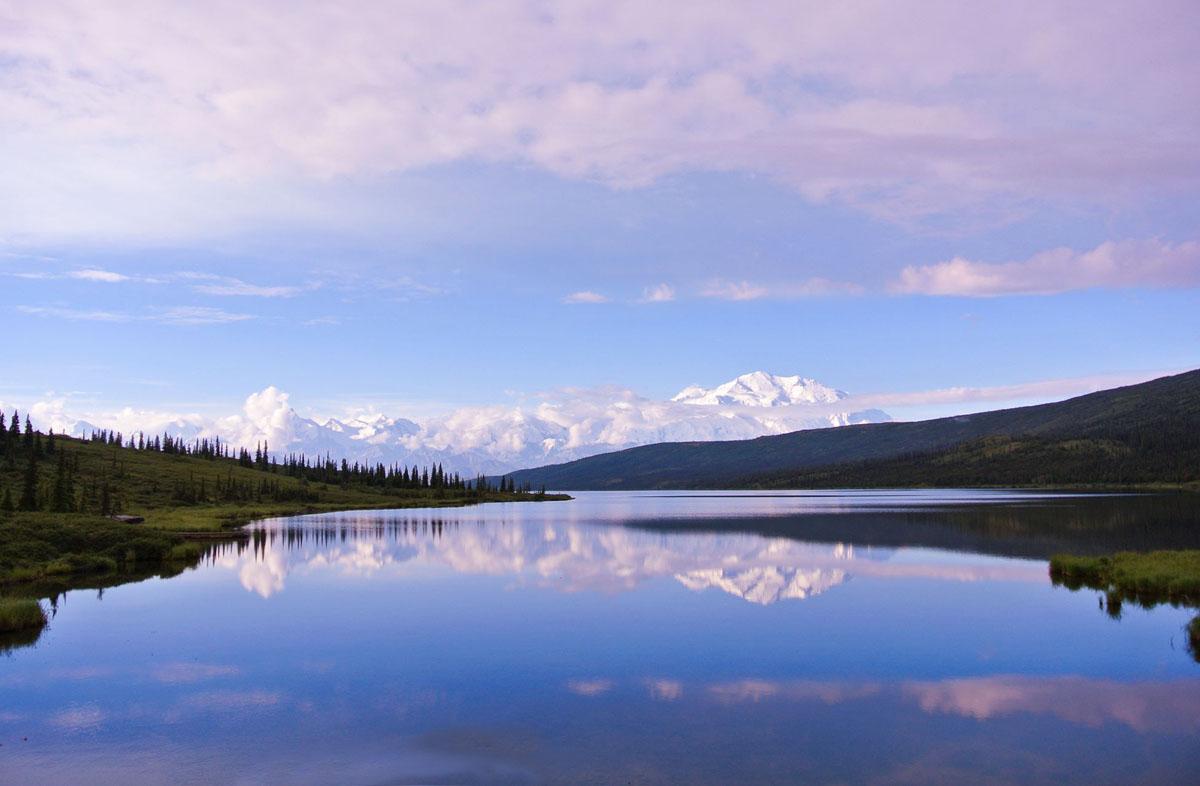 Wonderlake mit Mount Denali im Hintergrund
