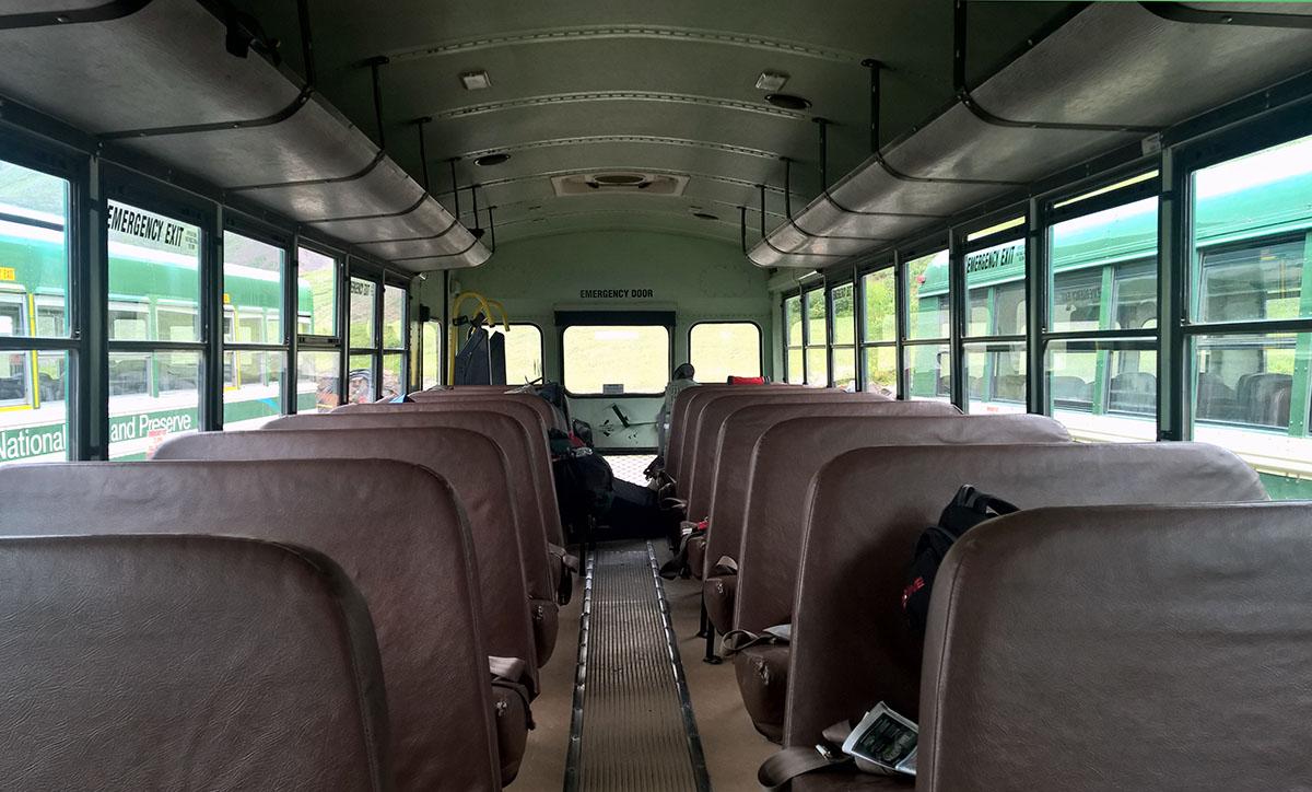 Das Innenleben des Camperbusses, der uns tief in den Denali Nationalpark bringt.