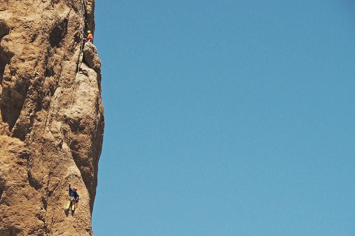 Kletterer am Roque Nublo auf Gran Canaria