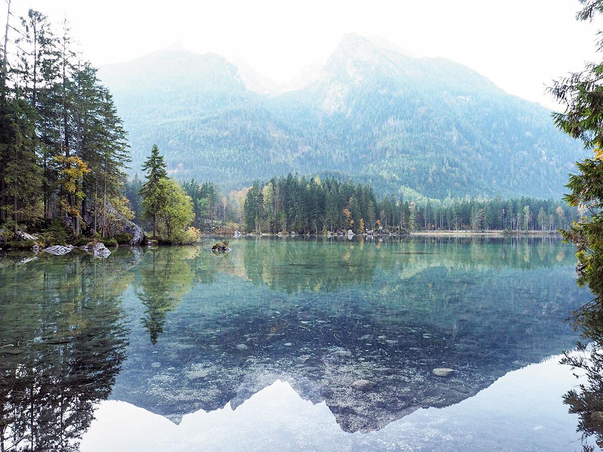 Hintersee mit Spiegelung der Berge