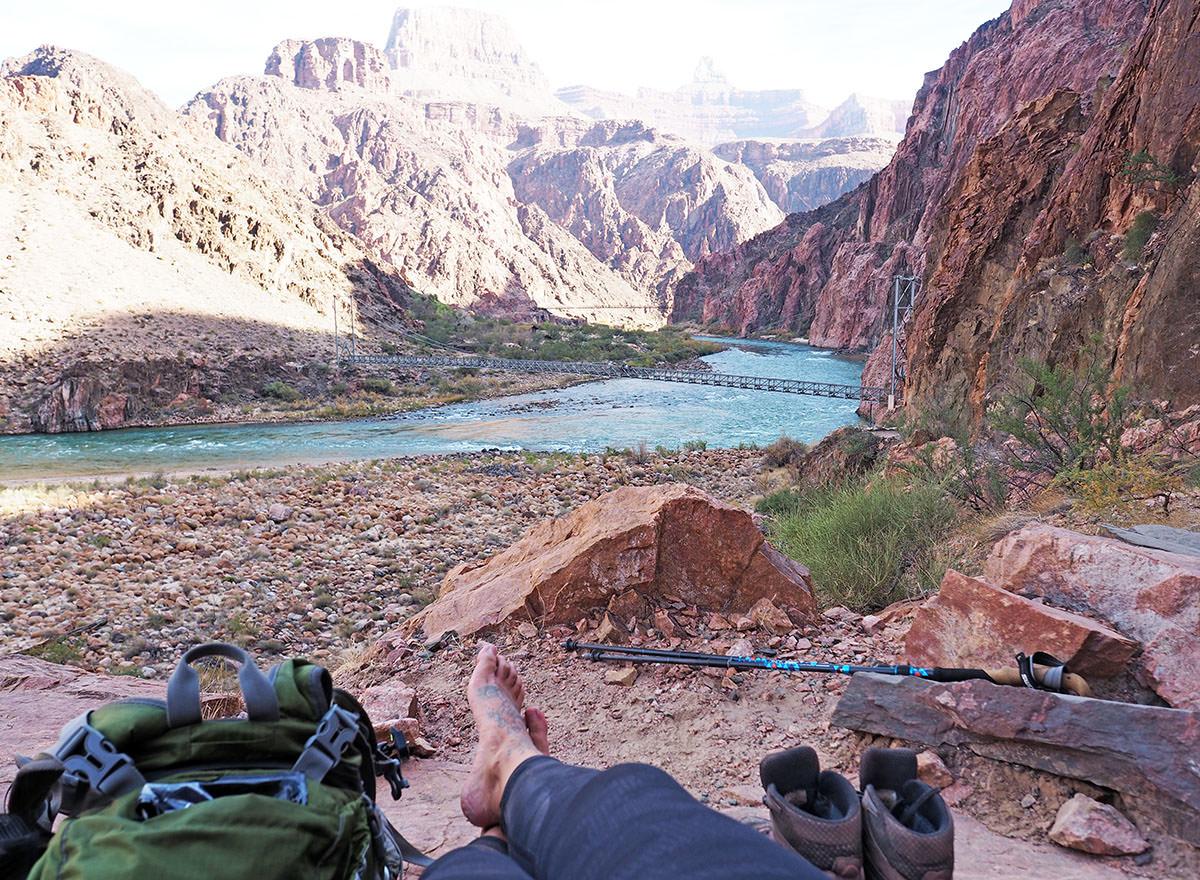 pause während der tageswanderung im grand canyon