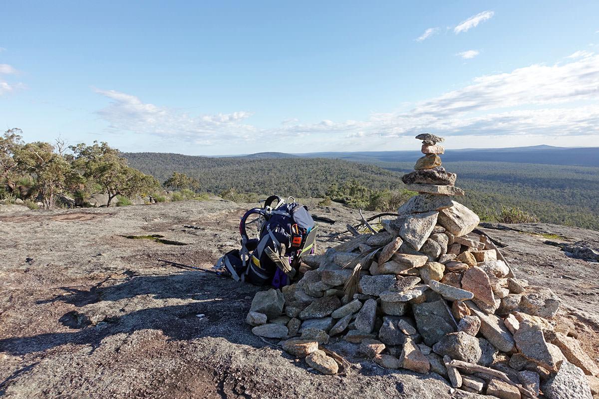 bergwanderung in westaustralien auf mount cuthbert