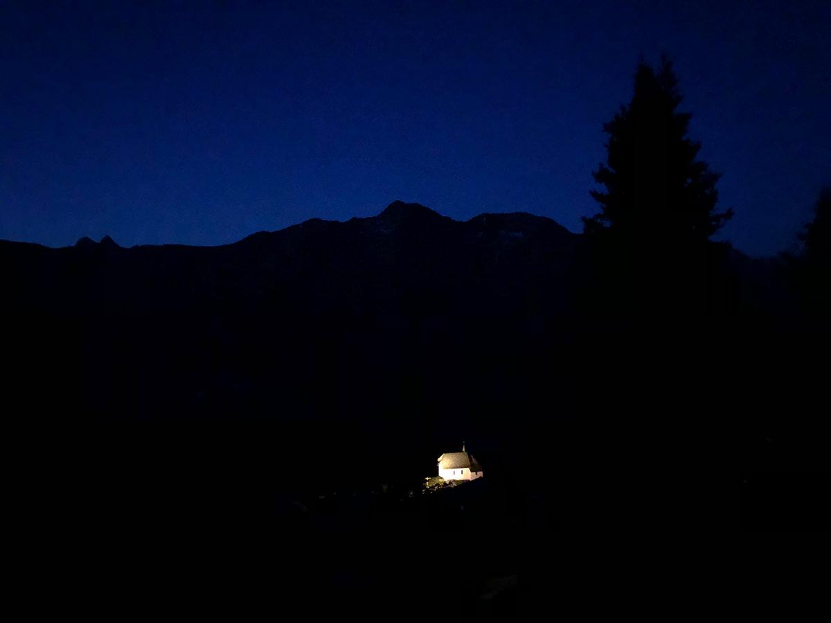 bettmeralp kirche bei nacht